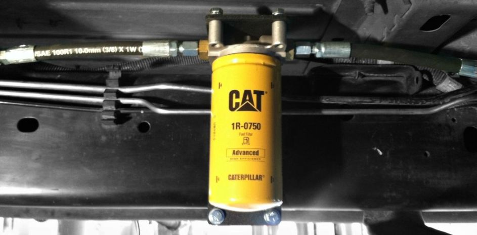 Fuelfilter on Cat Diesel Fuel Filter Base